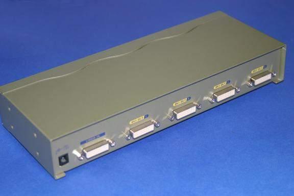 DVI 4-way Signal Splitter DVI-D DVI-I powered Amp